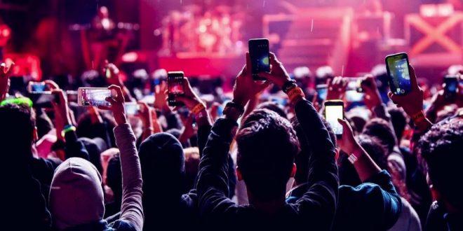 Günümüzün Konser Seyircileri Telefonlar