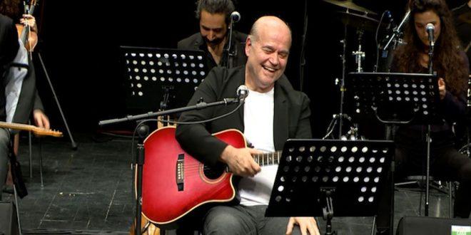 """Vedat Sakman'ın Yarım Asırlık Müzikal Yolculuğuna Bir Saygı Duruşu: """"50 Yılın Senfonik Öyküsü"""""""