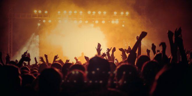 Konserlerde Yapılan Şarkı İsteği, Tezahürat Görgüsüzlüğü!